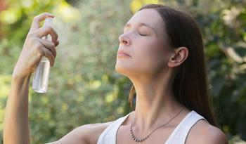 12 мистов для лица, которые стоит попробовать при жаре