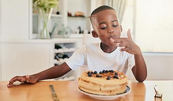 Как выявить в составе продуктов добавленный сахар. А также четыре здоровых альтернативы ему