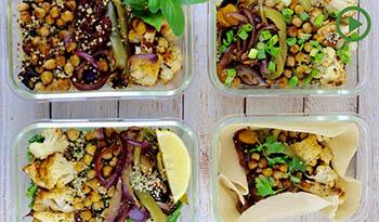 Четыре в одном: жареные пряные овощи, нут и квиноа