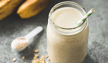 5 полезных свойств овсяной крупы и рецепт белкового смузи с овсяной кашей