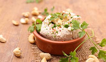 Шесть рецептов веганских сырных шаров для идеального фуршетного меню