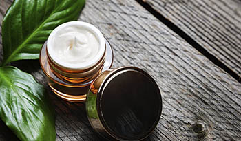 9 ингредиентов, которые следует избегать при покупке средств для ванн и косметических продуктов