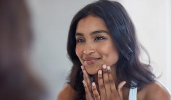 Дерматолог отвечает на вопросы об уходе за кожей, которые волнуют вас больше всего