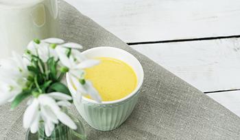 Борьба с воспалением с помощью чашки вкуснейшего золотого молока