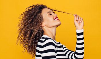 Продукты для непослушных волос, которые обязательно стоит попробовать