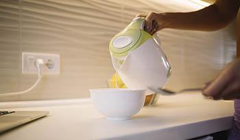 Домашняя паровая травяная ванночка для лица для чистой и сияющей кожи