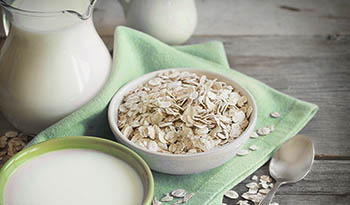 Homemade Oat Milk Recipe + Benefits