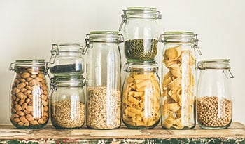 Храните в кладовке запас основных продуктов питания