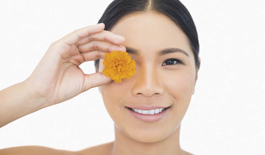 Make Homemade Eyeshadow with Natural Ingredients