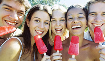 Приготовьте это фруктовое мороженое с гибискусом