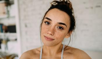 Как пандемия помогла мне уделять больше внимания уходу за кожей (и меньше — макияжу)