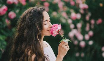 Как пахнуть приятно без химического парфюма?