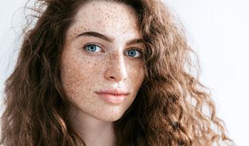 Исключительно свежая и исключительно чистая летняя повседневная процедура ухода за кожей