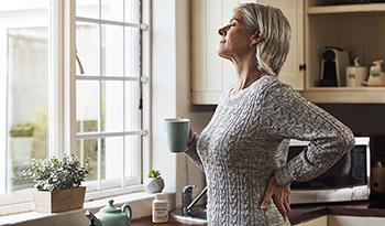 Девять лучших добавок и трав для облегчения симптомов менопаузы