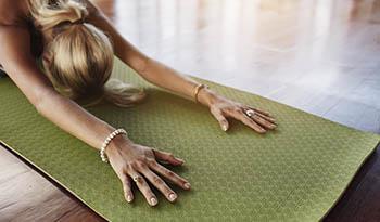 Попробуйте этот простой чистящий спрей домашнего приготовления для спортивного коврика
