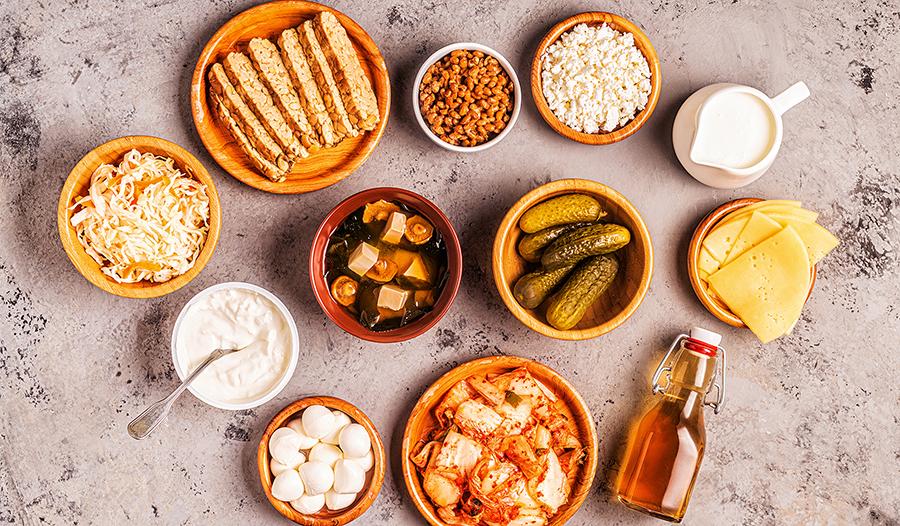 Стол с ферментированными продуктами (кимчи, пикули, чайный гриб, йогурт)